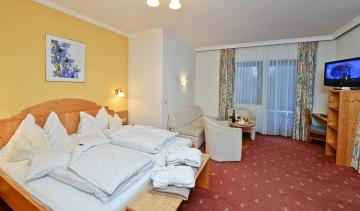 schareck-ketagyas-szoba-hotel-heiligenblut.jpg