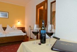 landhotel-post-galerie-wine.jpg
